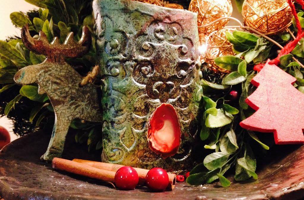 Ha november 25 és dec 6 között vásárolsz nálunk karácsonyi mécsest  illóolajjal,  megajándékozunk egy a szarvas formájú  raku fenyődísszel.