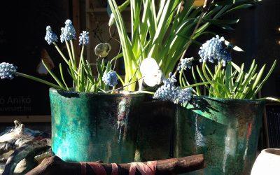 Friss tavaszi nyitva tartás, Húsvéti színjáték