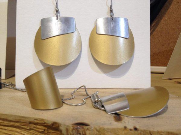 Titán és az ezüst különleges design kombinációja