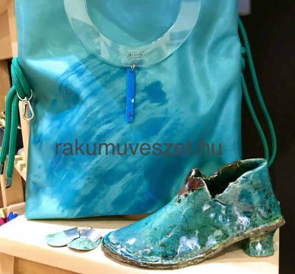 Tündöklő türkiz táska, modern és szikrázó kiegészítője az új tavasznak