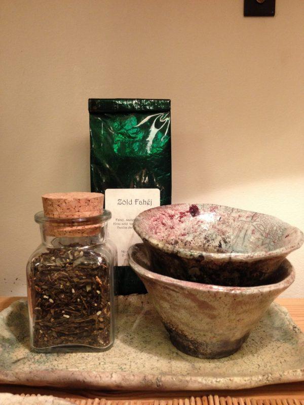 2 személyes teás készlet teatálcával, és teával