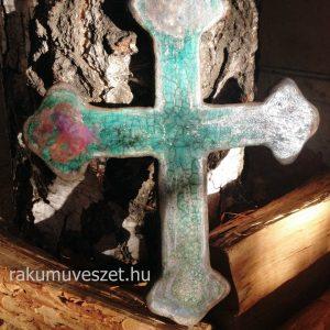 Rusztikus szépségű, türkizkék raku kerámia kereszt