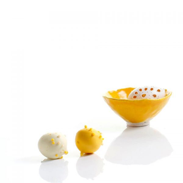 Hűsvéti teríték : műzlis tálka kis és nagy tányér szetben, újjászületés a sárga erejével