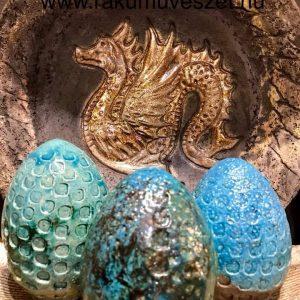 Sárkány tojásokkal